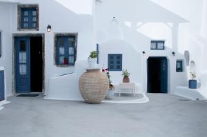 Olyra Traditional Cave Houses(Pyrgos)