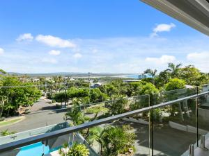 Penthouse in Noosa with sweeping ocean views and minutes to Hastings St.