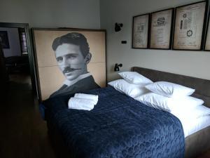Nikola Tesla by mythings