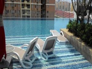 Cosy suite near Subang Airport next to LRT station