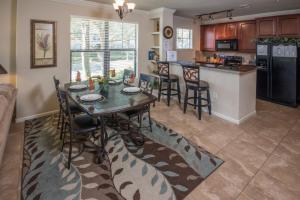 Enchanted Bella Piazza - Three Bedroom Condominium 813, Apartments  Davenport - big - 11