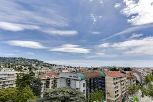Wonderful fully renovated 2BR on the last floor., Apartmány  Cannes - big - 14