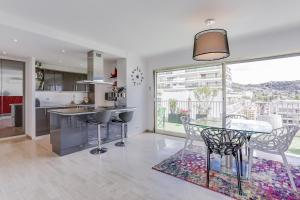 Wonderful fully renovated 2BR on the last floor., Apartmány  Cannes - big - 10