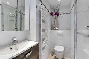 Wonderful fully renovated 2BR on the last floor., Apartmány  Cannes - big - 5