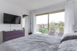 Wonderful fully renovated 2BR on the last floor., Apartmány  Cannes - big - 4