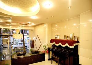 (New Sunny Hotel)