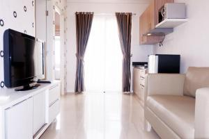 2BR at Central Park Mall (Madison Park Apartment) by Travelio