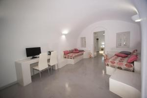 Lefteris Traditional Rooms(Fira)