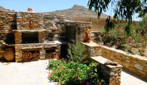 K Homes-Eva's Family Stone House, Case vacanze  Tinos Town - big - 14