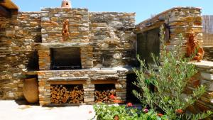 K Homes-Eva's Family Stone House, Case vacanze  Tinos Town - big - 15