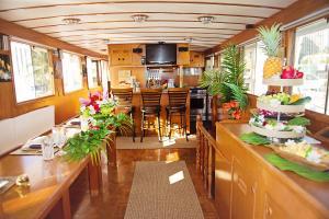 Hawaiian Legacy Yacht Charter
