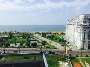 Illusion flat, Apartments  Batumi - big - 1