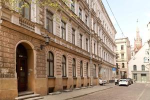 Albert Apartments