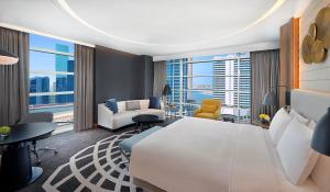 Deluxe King Room with Burj Khalifa View