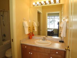 GoldStar - 4 Bed / 4 Bath Home, Дома для отпуска  Silver Star - big - 4
