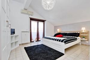 Nice Home Black&White