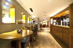 Premier Inn Glasgow Airport, Hotely  Paisley - big - 25