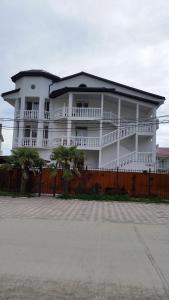 Гостевой дом Белый замок, Лазаревское