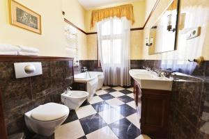 Zamek von Treskov, Hotels  Strykowo - big - 4