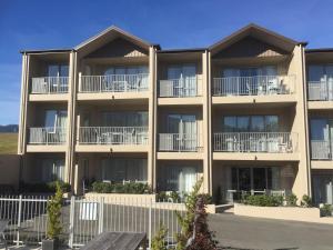 Clear Ridge Apartments