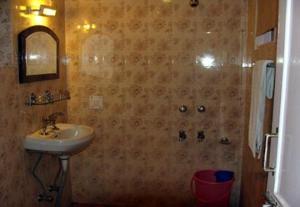 Hotel Sterling, Отели  Сринагар - big - 16