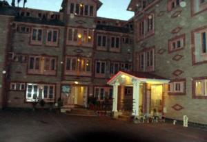Hotel Sterling, Отели  Сринагар - big - 29