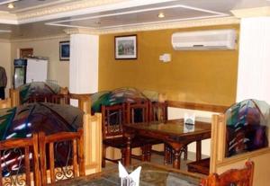 Hotel Sterling, Отели  Сринагар - big - 27