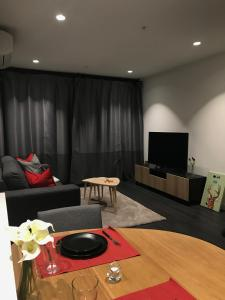 Luxury 2 bedroom apartments in Melbourne CBD-free wifi & parking