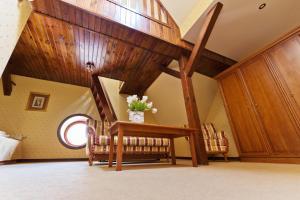 Zamek von Treskov, Hotels  Strykowo - big - 10