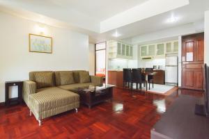 Adoring Saladaeng Residence By Favstay, Apartmanok  Bangkok - big - 4