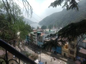 Private Room Walking From Nainital Lake.