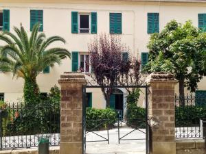 Apartment Place de la Mairie 1, Apartmány  Venaco - big - 21