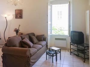 Apartment Place de la Mairie 1, Apartmány  Venaco - big - 22