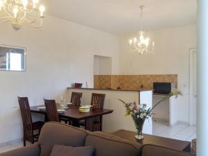 Apartment Place de la Mairie 1, Apartmány  Venaco - big - 23