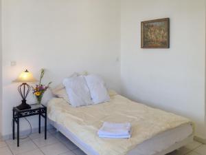 Apartment Place de la Mairie 1, Apartmány  Venaco - big - 2