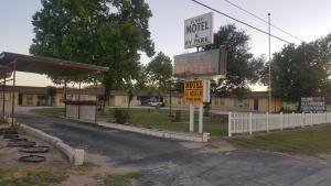 36 West Motel and Rv Park, Motely  Cross Plains - big - 1