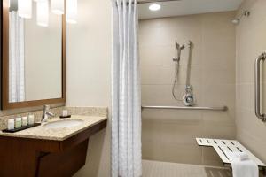 Hotel room thumbnail image
