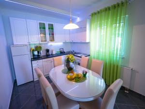 Apartments Sunny Garden, Apartments  Brodarica - big - 31