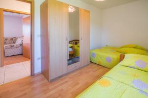 Irena&Dolores Apartments, Ferienwohnungen  Malinska - big - 9