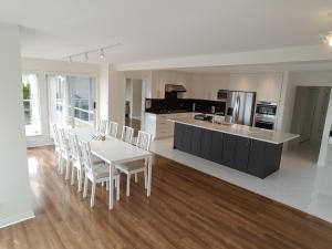 Emperial Suites, Отели типа «постель и завтрак»  Северный Ванкувер - big - 13