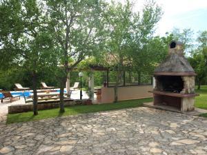 Holiday Home Suran, Nyaralók  Tinjan - big - 8