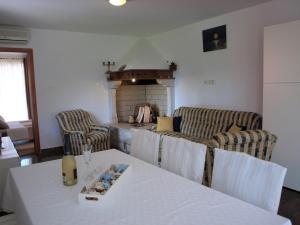 Holiday Home Suran, Nyaralók  Tinjan - big - 43