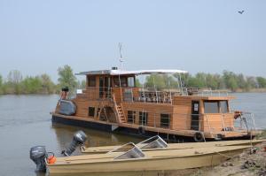 Zarya Yacht