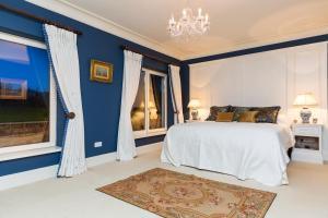 Luxury Lodge Tinakilly