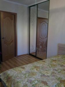 Apartment Chernogorskaya 4