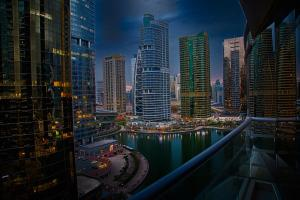 One Bedroom Apartment with Lake View - Concorde Tower - Dubai