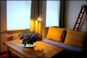 White Parrot Apartments