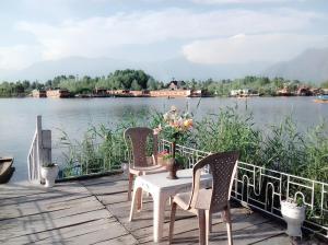 Kashmir View Houseboat, Отели  Сринагар - big - 25
