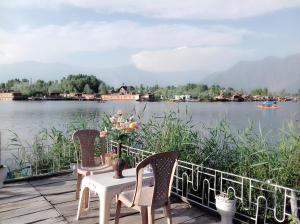 Kashmir View Houseboat, Отели  Сринагар - big - 20