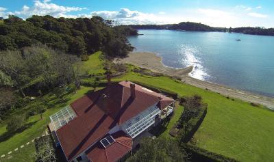Oakura Bay Villa
